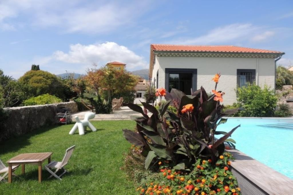 Exceptional property in the heart of the village